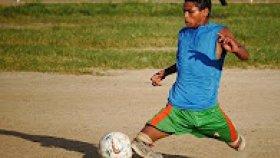 Bacakları Olmadan Futbol Oynayan Adam