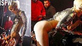 Miley Cyrus'un Konserinde Hayranlarının Vücuduna Dokunmasına İzin Vermesi