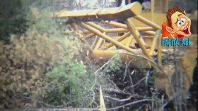 Dünyanın En Büyük Ağaç Kırma Makinası Önüne Çıkanı Ezen Canavar Makina Ağaç Kesme Yol Açma Makinası
