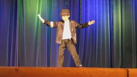 9 Yaşındaki Çocuktan Michael Jackson'ın Billie Jean Dansı