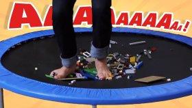 Lego Dolu Trambolinde Zıpladık - Acı Veren Kapışma