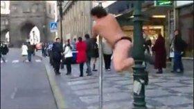 Sokakta Komik Direk Dansı