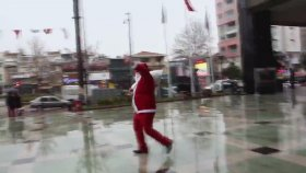 Aydın'da Noel Baba'nın Başına Silah Dayanması