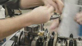 Time Lapse Görüntülerle Chrysler Motorunun Bakımı