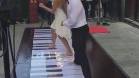 Ayak Piyanosu İle Sokakta Müzik Şöleni