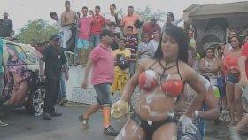 Oto Yıkamacı Seksi Kızdan Kucak Dansı