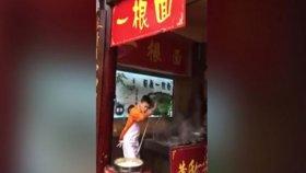 Dans Ederek Yemek Pişiren Şef