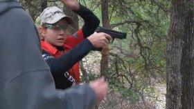 13 Yaşındaki Kız Çocuğunun Silahla Muhteşem Gösterisi