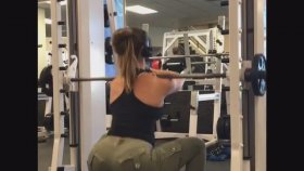 Kalçasıyla Fenomen Olan İnstagram Fitness Fenomeni