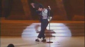 Michael Jackson'ın İlk Moonwalk Dansı ( 1983 )