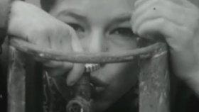 Tüp İçen Çocuk ( TRT Arşivi )