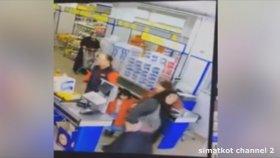 BİM'de Hırsızlıkla Suçlanan Kadının Soyunması