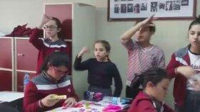 Mavi Gezegen Çocuk Şarkısı İşaret Dili Silivri Mektebim Okulu Müzik Dersi Okul Korosu
