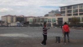 Yenibosna'da Kriket Oynayan Afgan Çöp Toplayıcılar