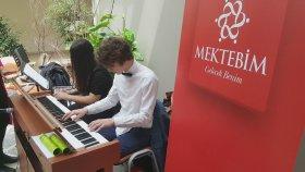 Piyano Dinletisi Büyükçekmece Akm 23 Nisan Etkinliği Müzik Dinletisi Mektebim Okulları