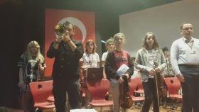 Provalar Trompet ile Canlı Saygı Duruşu Marşı İspanyolca Öğretmenimiz Milenko Çalıyor