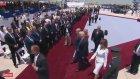Melania Trump , Donald Trump'ın Elini itti