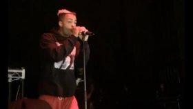 Rap Şarkıcı Rob Stone'nin Konserde Yediği Yumrukla Bayılması