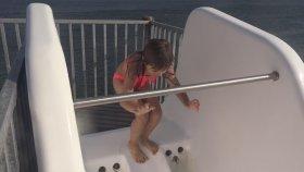 Denizde Su Kaydırağında Eğleniyorum 2 - Eğlenceli Çocuk Videosu - Water Slide - Funny Kids Videos