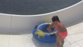 Denizde Su Kaydırağında Eğleniyoruz 3 - Eğlenceli Çocuk Videosu - Water Slide - Funny Kids Videos
