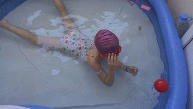 Çocuk Yüzme Havuzunda Eğleniyorum - Eğlenceli Çocuk Videosu - Kids Swimming Pool