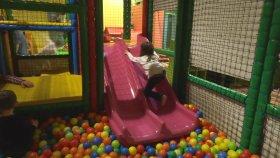 Top Havuzu Eğlencesi - Eğlenceli Çocuk Videosu - Ocean Ball Pit Pool Fun - Funny Kids Videos