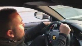 Ferrari'de Vites Değiştiren Adamın Kendinden Geçmesi