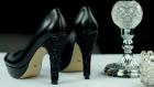 Tek Dokunuşla Havası Değişen Siyah Topuklu Ayakkabı Süslemesi Nasıl Yapılır ?