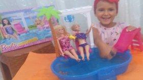 barbie şık havuz kutusu açtık.Barbie havuz keyfi . Eğlenceli çocuk videosu
