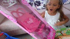 Elife yeni Prenses tacı çantası ve terliği.bahçe gezmesi oyunu , Eğlenceli çocuk videosu