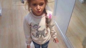 Elifin dedesi elife sonbaharlık kıyafet alıyor. .LC waikiki alışveriş videosu , Çocuk videosu
