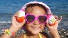 Plajda kumlara saklı 6 kinder joyu bulmaca oynadık , Eğlenceli çocuk videosu