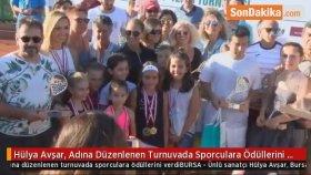 Hülya Avşar , Adına Düzenlenen Turnuvada Sporculara Ödüllerini Verdi