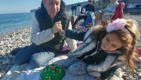 Zıp zıp tavşan oynuyoruz plajda dede elif , eğlenceli çocuk videosu