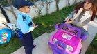 Elif polis kendisine silah çeken suçluyu tutukluyor , elifin kendi yaptığı video : ) ) eğlenceli çocuk vid