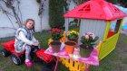 Elifin çitli oyun evi balkonuna çiçek ektik , eğlenceli çocuk videosu