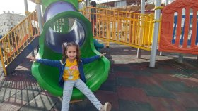 Elif ile parkta kaydırak ve spor keyfi , eğlenceli çocuk videosu