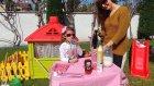 Elif kafesinde çilek kokteyl yapıyor , müşterileri trolls elsa arora , eğlenceli çocuk videosu