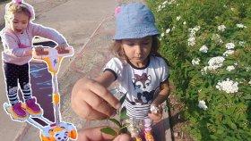 Parkta enteresan kaykay ile yarışmalar , eğlenceli çocuk videosu