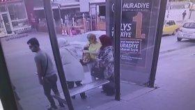 Teyzelerin Gazabına Uğrayan Otobüs Durağındaki Bank