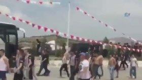 Beşiktaşlı Taraftarlarının Konyaspor'lu Sanıp Kendi Taraftarlarına Saldırması