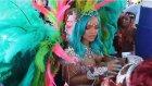 Rihanna Festival Kostümüyle Sosyal Medyayı Salladı